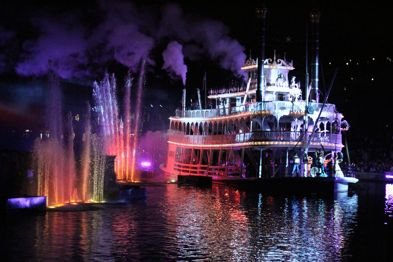 Egress of the Mark Twain during 'Fantasmic', moments before traveling off stage - into the darkness of the west side of the Rivers of America.