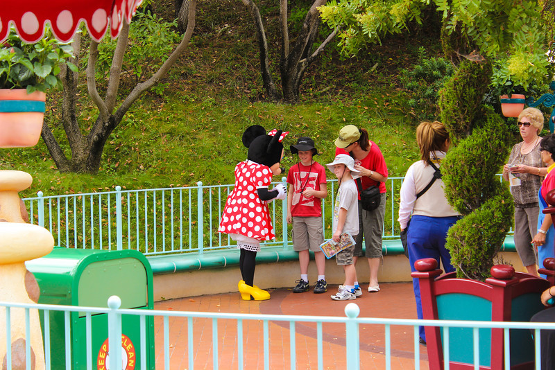 But you can still meet Minnie near Goofy's house.