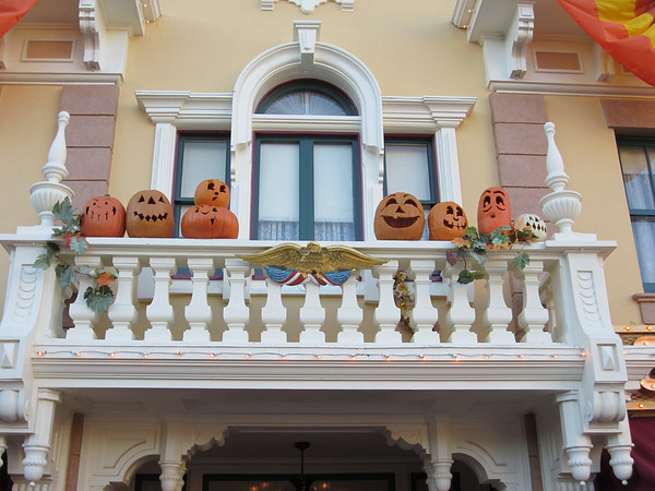 Gotta love the Halloween decorations down Main Street, USA.