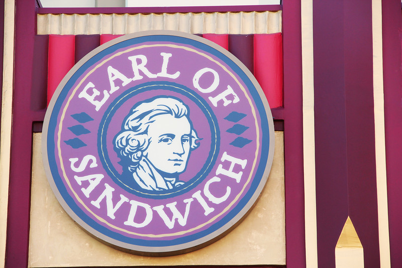 Word is getting out that Earl of Sandwich is now open in Downtown Disney. Time for an in-depth photo report!